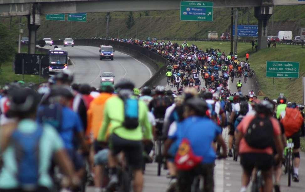 Bikers Rio pardo | Notícias | Milhares de ciclistas 'invadem' e 'param' rodovia de SP rumo ao litoral