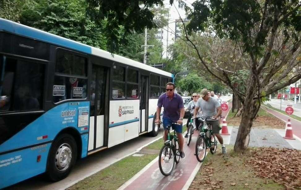 Bikers Rio pardo   Notícias   Arnold Schwarzenegger pedala por Zona Sul de SP