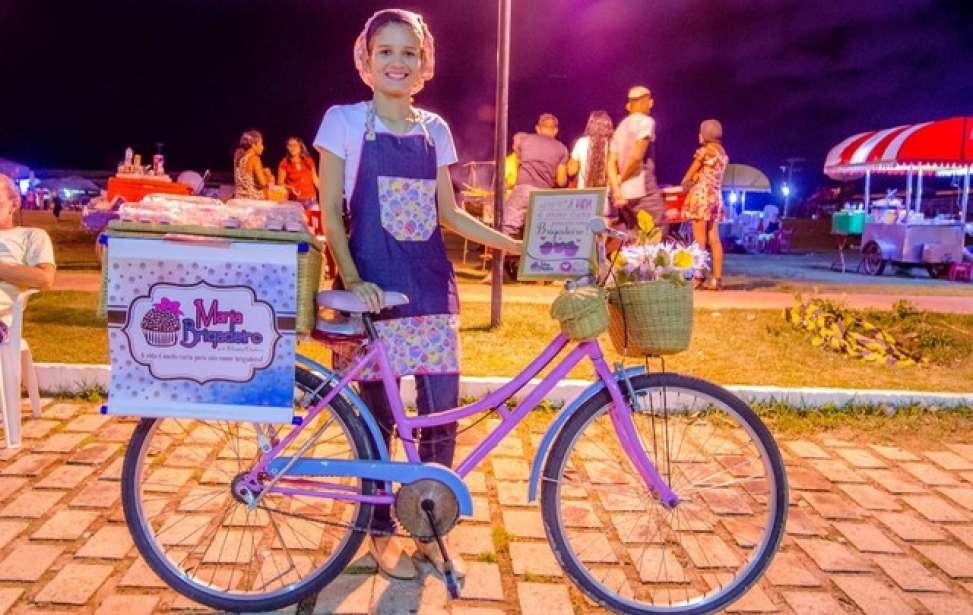 Bikers Rio Pardo | Notícia | De bicicleta, universitária do AP vende doces para defender pesquisa em Recife