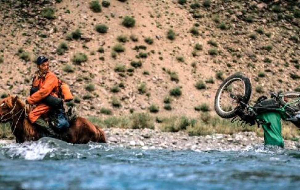 Bikers Rio pardo   SUA HISTÓRIA   Das temperaturas extremas à solidão. Ben Page atravessou o Ártico de bicicleta e gravou a viagem