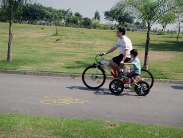 Bikers Rio Pardo | Dicas | Incentive seu filho a correr, pedalar, jogar bola, subir em árvores