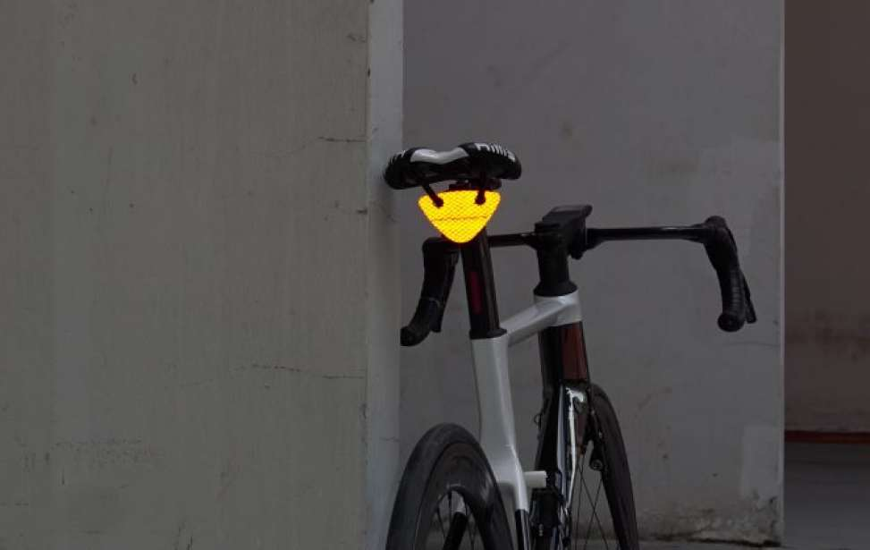 Bikers Rio pardo | Notícias | Lanterna trazeira sem bateria cabe até na carteira de tão fina