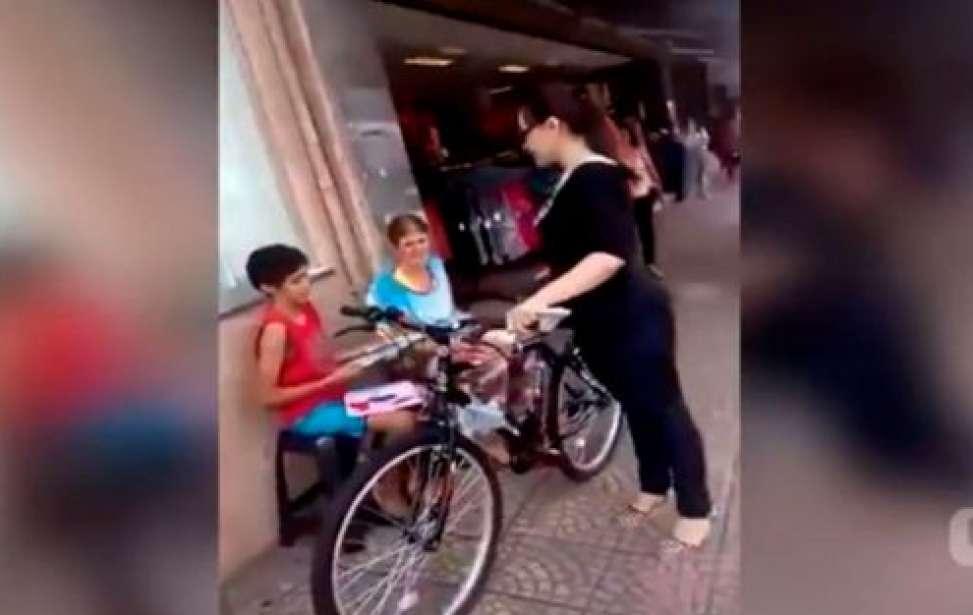 Bikers Rio pardo | Notícia | Mulher realiza sonho de menino que pediu bicicleta na rua em Assis, e vídeo viraliza